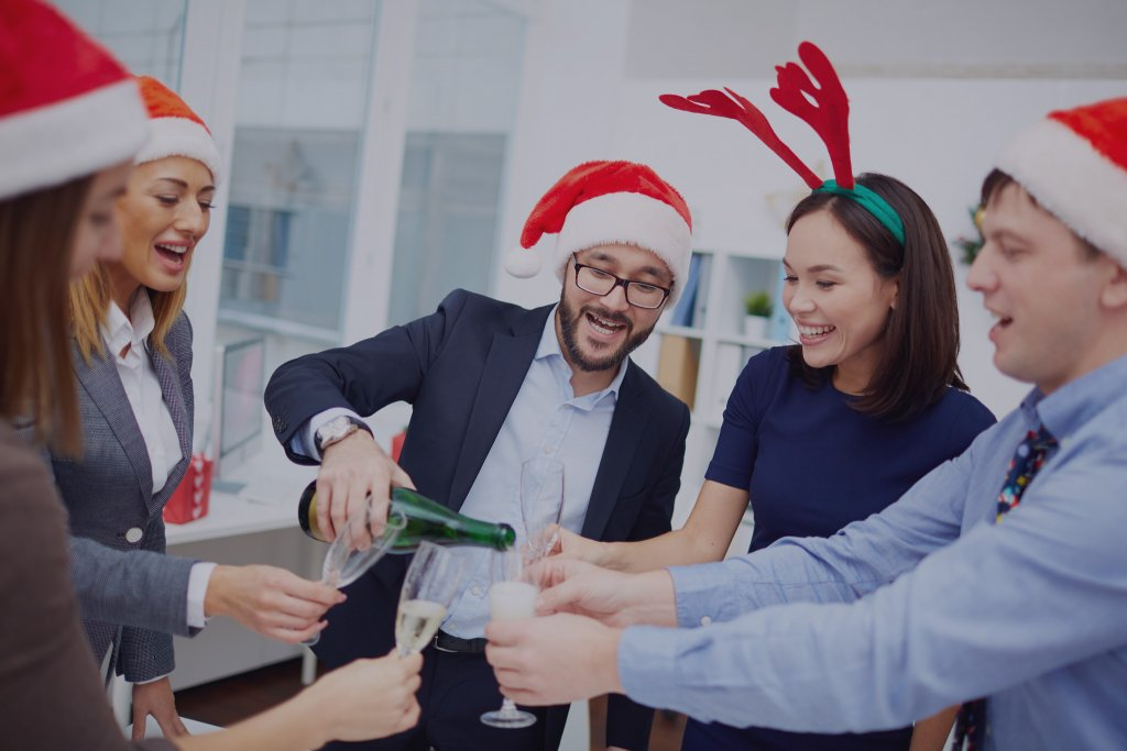 MomClone-Holiday-Office-Party-
