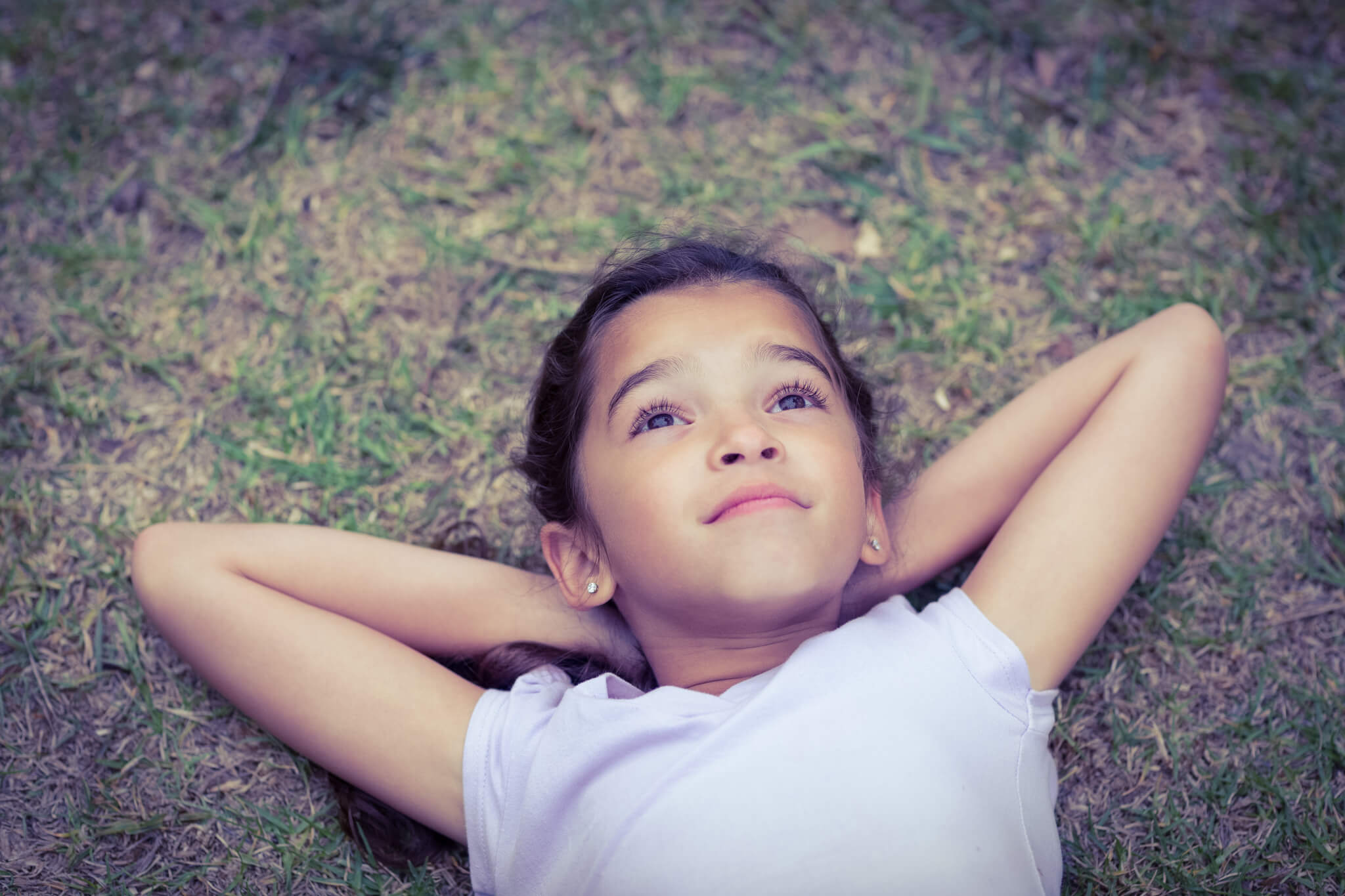 Tips for Parents to Foster Curiosity and Creativity in Children Girl Daydreaming